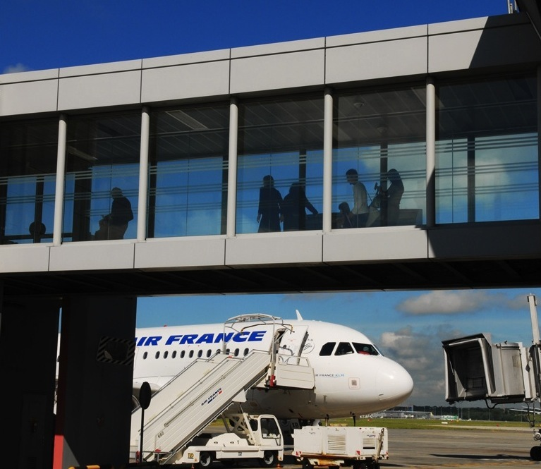 NFC Trial at French Airport to Test SIM-Based Security Passes